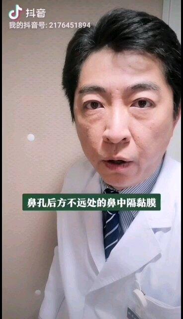 鼻出血是生活中常见的问题,发生鼻出血时不要惊慌失措,自我的初步处理很重要